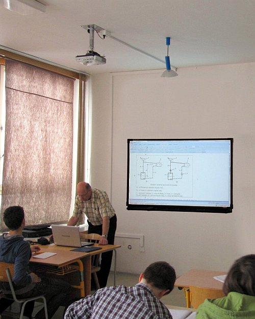 projektor a interaktivní tabule